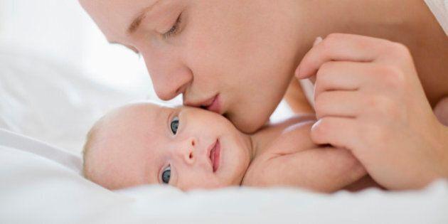 Cognome materno approvato alla Camera. I genitori potranno dare il cognome della madre, del padre, di