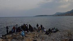 A Ventimiglia profughi dormono sugli scogli e poi ripuliscono la