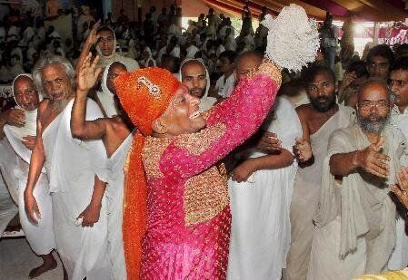 Bhanwarlal Raghunath Doshi, il milionario indiano che lascia tutte le sue ricchezze per diventare un