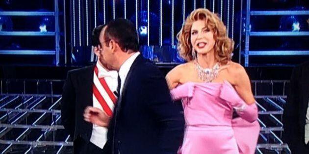 Tale e Quale Show, Veronica Maya a seno nudo mentre canta Madonna. Il corpetto la tradisce