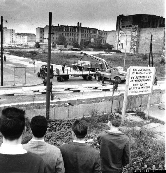 Muro di Berlino, dieci grandi fughe. Le strategie più temerarie e coraggiose con cui si lasciò la Germania