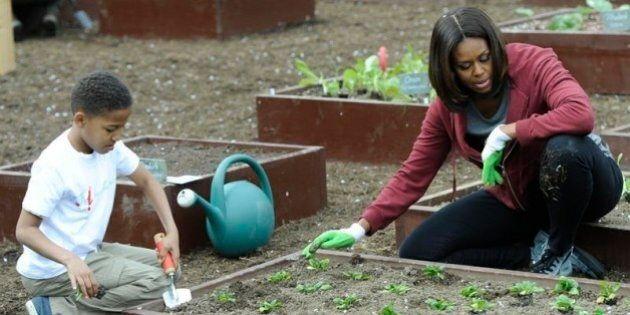 Michelle Obama, orari di lavoro più flessibili e salari più alti per poter mangiare più sano.