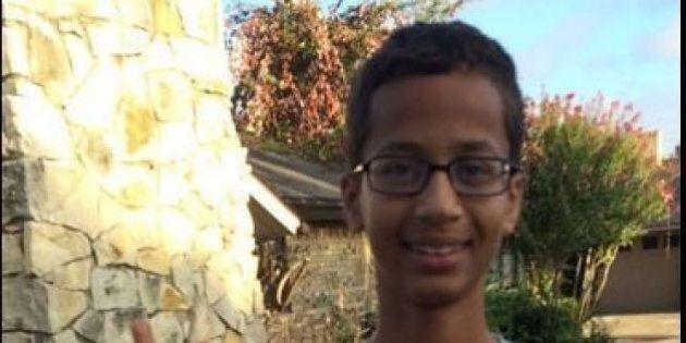 Ahmed Mohamed costruisce un orologio in casa ma i prof lo scambiano per una bomba. Arrestato. Obama lo...