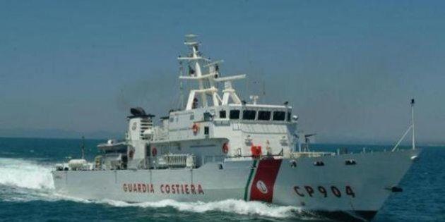 Migranti, nuova tragedia al largo di Agrigento: avvistati cadaveri in