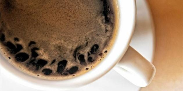 Bere il caffè nelle ore serali ritarda il sonno anche di 40 minuti. Lo studio su Science Translational...