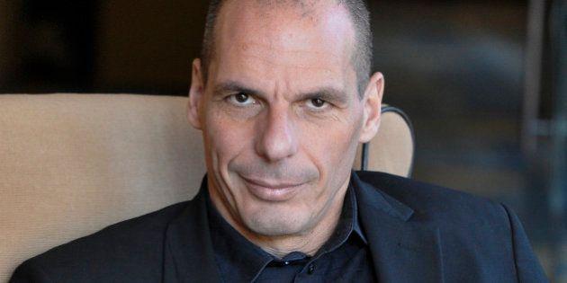 Yanis Varoufakis, da rockstar a emarginato. Il ministro delle Finanze greco è sempre più
