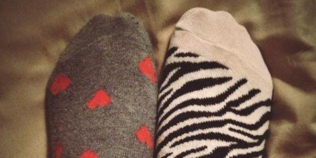 Giornata mondiale dei calzini spaiati: le foto su Twitter in un tripudio di colori e allegria (TWEET,