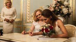 Irina e Alyona, spose nonostante la legge di Putin. Una delle due è trans