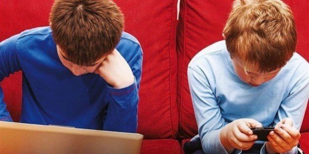 iRules: 18 regole per educare i figli all'uso della tecnologia: le password, le fotografie e il cellulare...