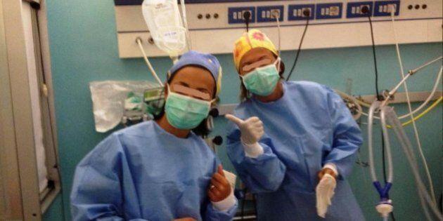 Selfie in sala operatoria negli ospedali campani postati su facebook. Gli autoscatti all'insaputa del...
