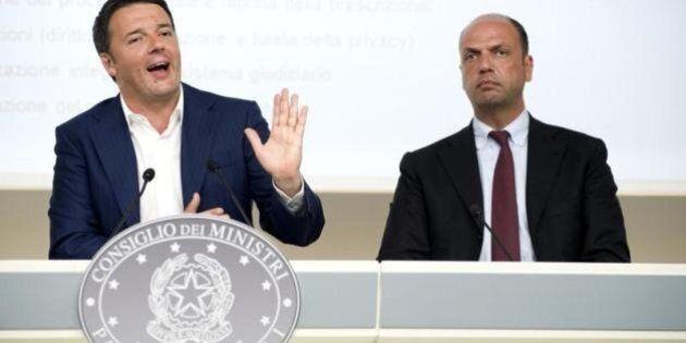 E sull'Italicum Matteo Renzi convoca il primo vertice di maggioranza: tenta la quadra da Berlusconi ad