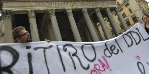 Scuola. Sindacati di nuovo in piazza al Pantheon: no al ricatto di Renzi sulle assunzioni, ddl