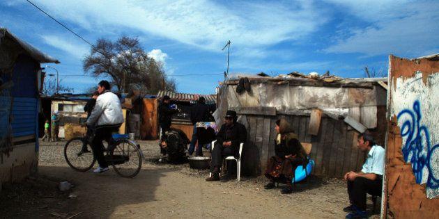 Migranti: case per i rom, tende per i