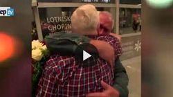 La guerra li ha divisi, l'amore li unisce: i due gemelli si abbracciano dopo 69