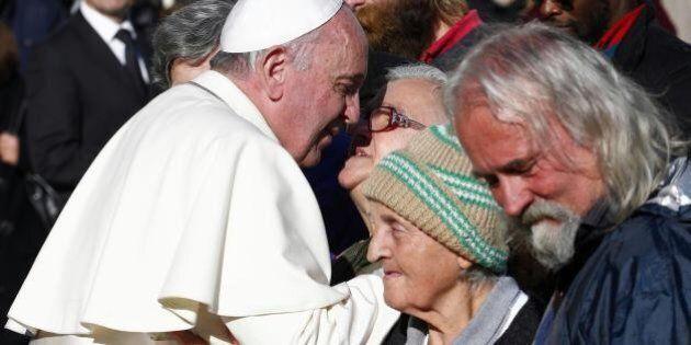 Papa Francesco: poveri nei posti d'onore al concerto in Vaticano. Senzatetto e migranti nelle poltrone...