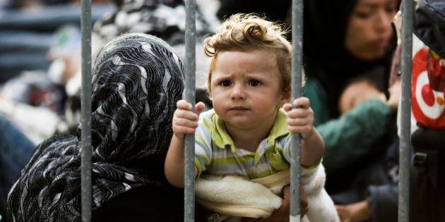 Crisi rifugiati: Ungheria completa barriera con la Croazia e mobilita i riservisti. Tensione Budapest