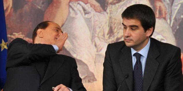 Forza Italia, Berlusconi ricompatta il partito e si fa dare un finto mandato a trattare con Renzi, ma...