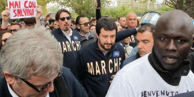 Matteo Salvini contestato almeno in 10 città: più lo insultano più cresce nei sondaggi. Guadagnati 5...