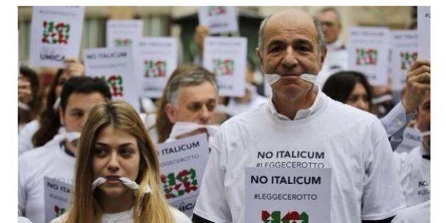 Corrado Passera con il bavaglio contro l'Italicum. E su twitter tutti si chiedono: