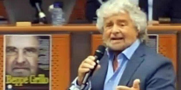 Beppe Grillo presenta il referendum contro l'euro: