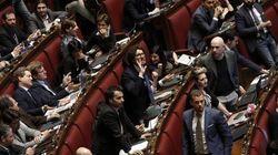 Grillo dà del fascista a Renzi, ma sull'Italicum è