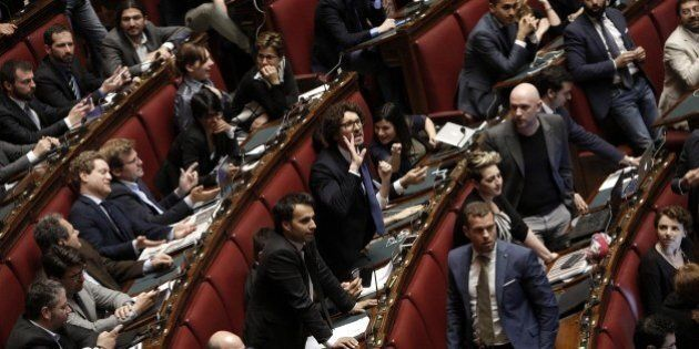 Italicum, Beppe Grillo dà del fascista a Renzi, ma sull'Italicum è pantomina. E una ventina di grillini...