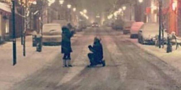 Questa coppia aveva perso la foto della proposta di matrimonio, il web l'ha