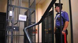 Paura in un condominio a Roma: un ascensore precipita per tre