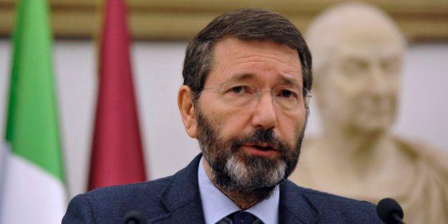 Ignazio Marino isolato: consiglieri in fuga, assessori stremati, Sel in bilico. E Renzi: