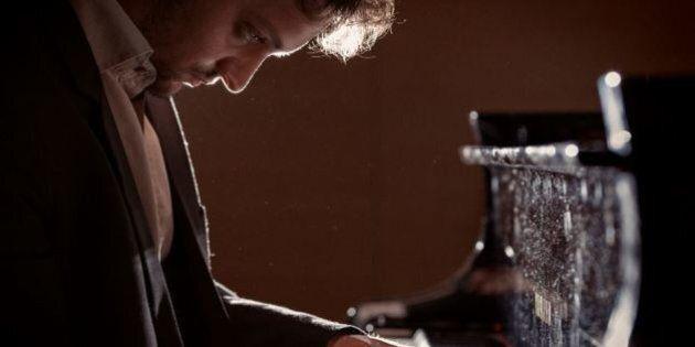 Enrico Zanisi, il giovane pianista che il mondo ci