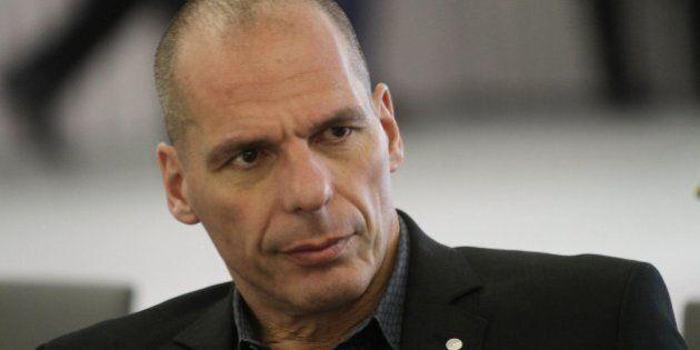 Yanis Varoufakis aggredito da anarchici al ristorante ad Atene. Smentisce voci sulla sfiducia: