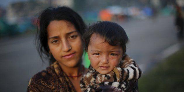 Terremoto Nepal: ritrovati 5 italiani, altri 5 ancora irreperibili. 300 mila persone in fuga da Kathmandu.