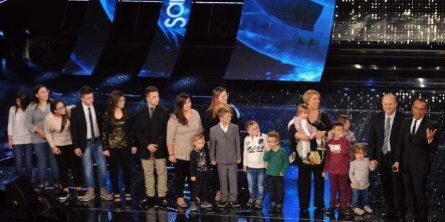 Sanremo 2015: la famiglia numerosa e poi Tiziano Ferro. Ironia su Twitter: