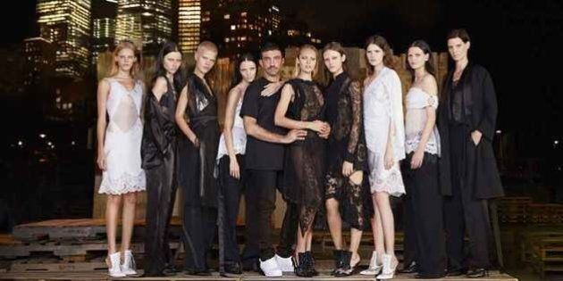 New York, la moda di Givenchy si apre alla strada, alla sfilata gli studenti del Fashion Institute of...