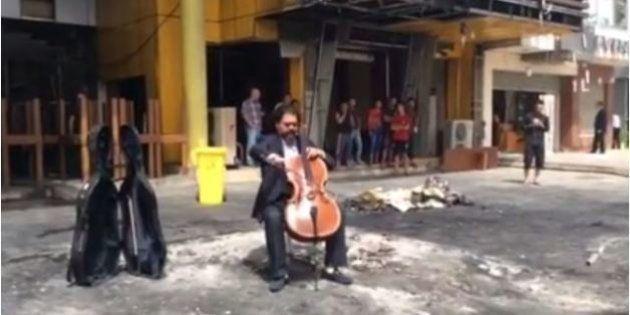 Suona il violoncello fra le macerie di Baghdad: