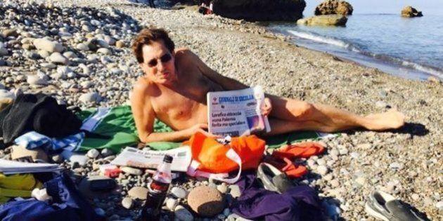 Rosario Crocetta replica a Roberto Vecchioni con una foto al mare: