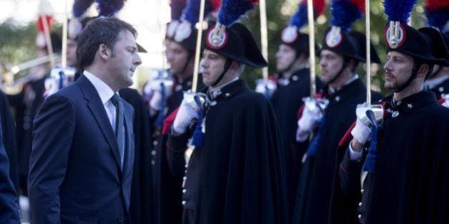 Matteo Renzi arringa gli allievi ufficiali dell'Arma: