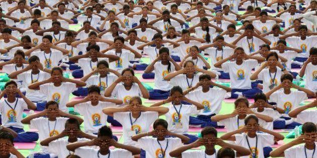 Giornata internazionale dello Yoga, 35mila persone a New Delhi. Narendra Modi: