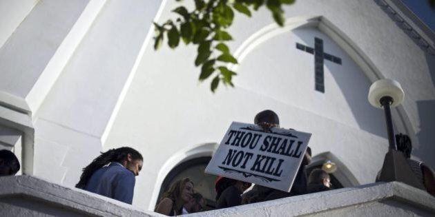 La chiesa teatro della strage di Charleston piange le