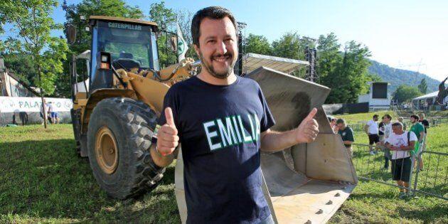 Lega, Matteo Salvini a Pontida mostra il volto gentile. Abbraccio ai