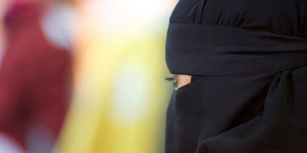 Noventa Padovana, un paese turbato dalla donna col niqab. Interrogazione al sindaco: