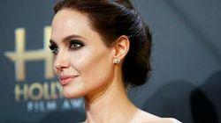 Angelina Jolie fasciata nel suo Versace incanta Hollywood