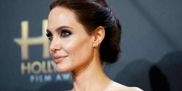 Angelina Jolie incanta con la sua eleganza all'Hollywood Film Awards