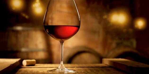 Il vino rosso aiuta a perdere peso. Un antiossidante della frutta trasforma il grasso e facilita il consumo
