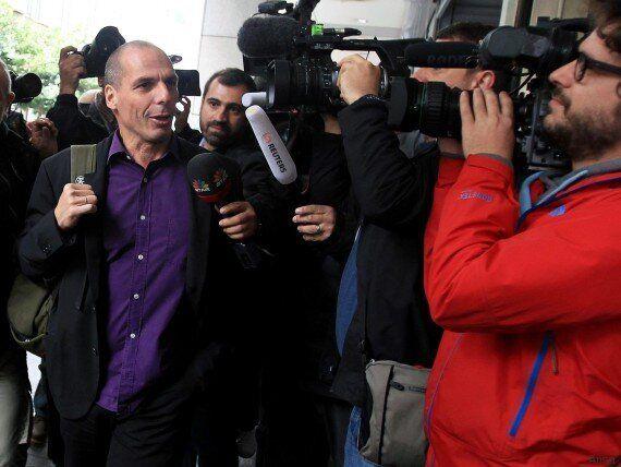 Matteo Renzi a Bruxelles sceglie il look dello zainetto per il vertice Ue. Modello Varoufakis