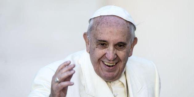 Papa Francesco non celebrerà la messa di Pasqua per i politici. L'anno scorso li sferzò, questa volta...
