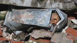 Maltempo a Genova, crolla un cimitero: le bare finiscono nel torrente