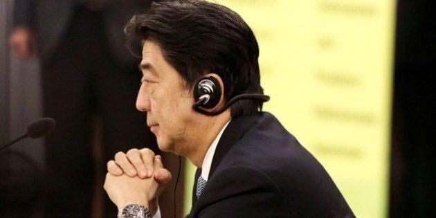 Giappone in recessione a sorpresa, fallimento per l'Abenomics. Ora Shinzo Abe valuta le elezioni