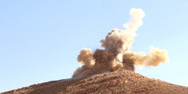 Palmira, Isis distrugge due antichi mausolei. La propaganda jihadista loda la