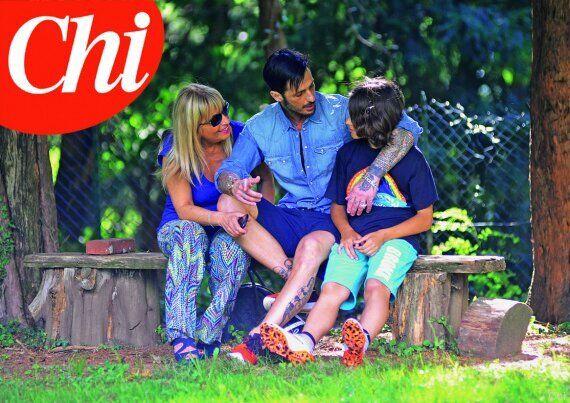 Fabrizio Corona abbraccia suo figlio Carlos. Il piccolo al papà: